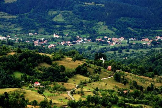 salciua-apuseni-carpathian-mountains-romania-eastern-europe-landscapes-romanian-villages