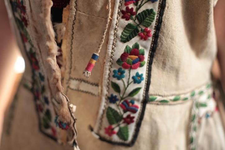 suman-cojoc-winter-coat-traditional-romanian-clothing-popular-costume-romanians-culture