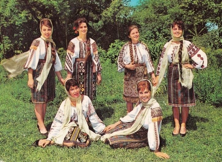port-popular-romanesc-romanian-people-culture-romanian-women-traditional-clothing-dress