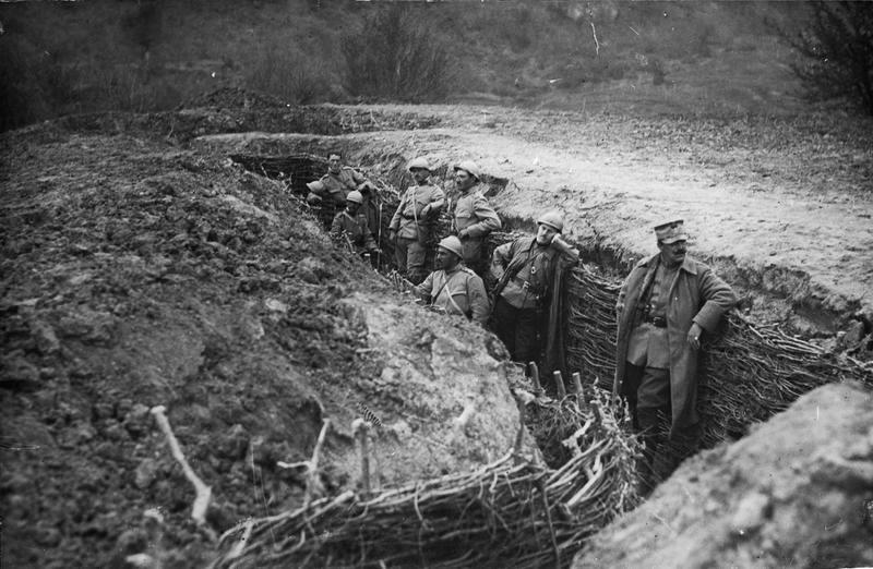 https://romaniadacia.files.wordpress.com/2015/01/marasesti-battle-romanian-soldiers-heroes-army-romania-ww1-first-world-war-one1.jpg