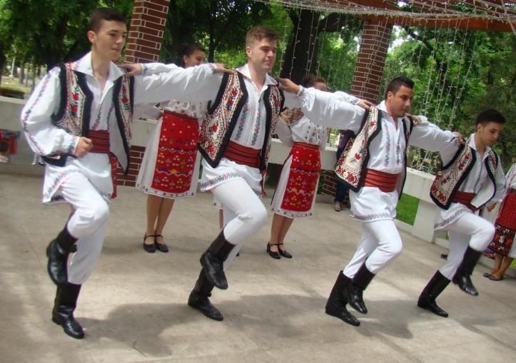 romanians men traditional european clothing romania
