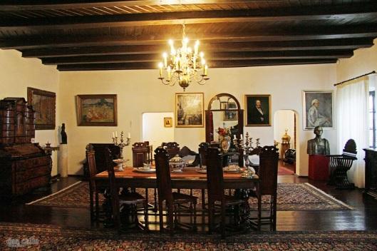 interior conacul muzeu Bellu manor museum Romania